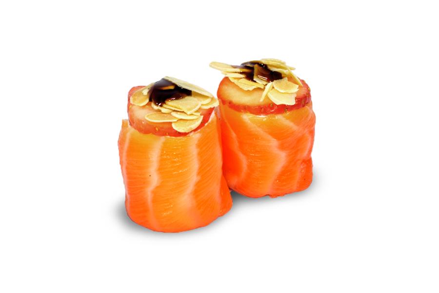 Гункан сьомга и ягода 2 бр. - 50гр.